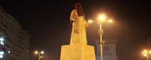 تمثال أم كلثوم يرتدي النقاب