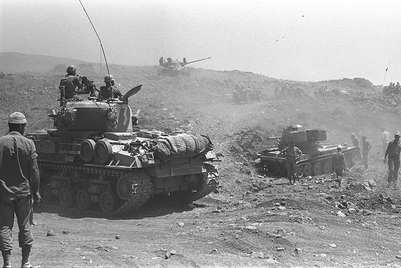 800px-Israeli_tanks_advancing_on_the_Golan_Heights_during_the_Six-Day_War