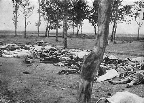 صورة لجثث و رفات بعض الضحايا.